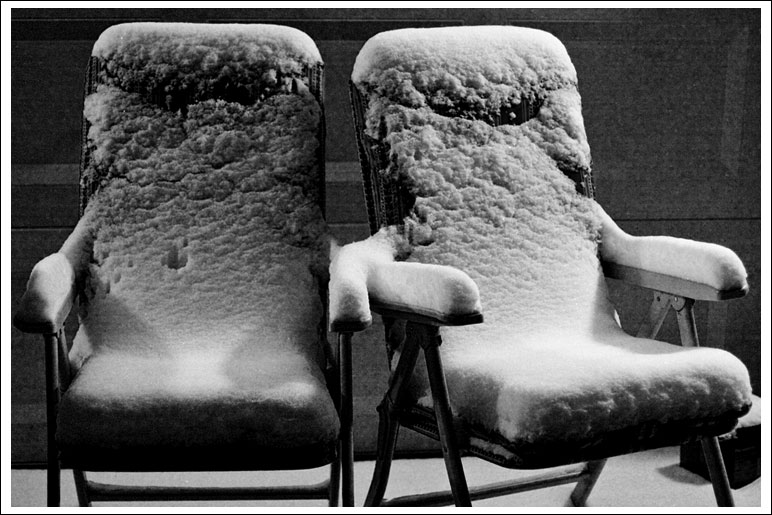 snowy-furniture01.jpg